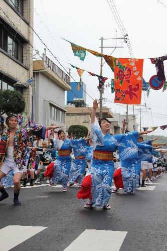大漁旗とハイヤ踊り