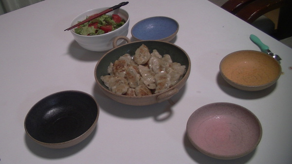 山田農場の餃子と洋々窯のお皿