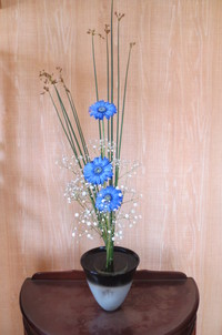 新生花「ブルーのガーベラでさわやかに」
