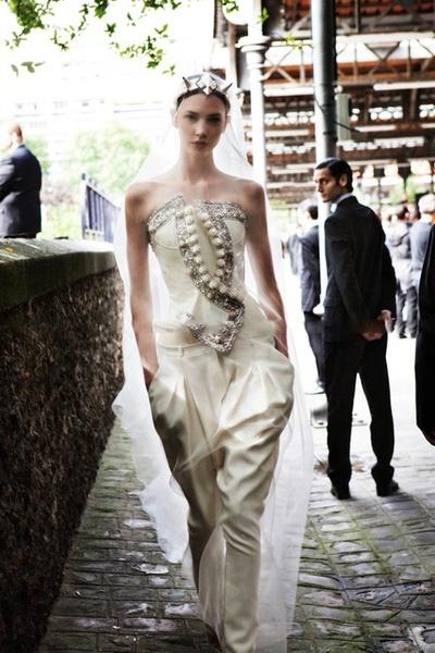 最新のウェディングドレスディザインーパンツドレス