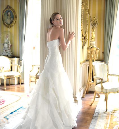 大胆&華麗な背中見せウエディングドレス